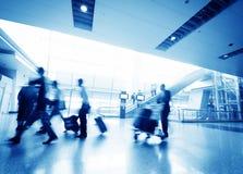 Passager dans l'aéroport de Changhaï Pudong Photographie stock