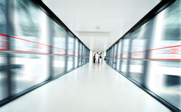 Passager dans l'aéroport de Changhaï Pudong Image stock