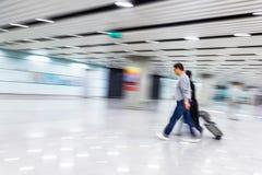 Passager dans l'aéroport de Pékin, tache floue de mouvement Photos libres de droits