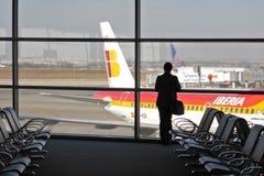 Passager dans le terminal d'aéroport. Photos libres de droits