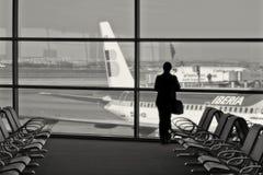 Passager dans le terminal d'aéroport. Photographie stock libre de droits