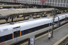 PASSAGER DE TRAIN À LA STATION DE TRAIN CENTRALE DE COPENHAGUE Photographie stock