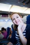 passager féminin à bord d'un aéronef Photo stock