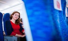passager féminin à bord d'un aéronef Photo libre de droits