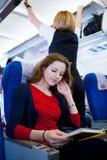 Passager féminin à bord d'un aéronef Image libre de droits