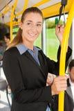 Passager féminin dans un bus Photographie stock libre de droits