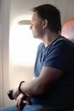 Passager masculin dans l'avion Images stock