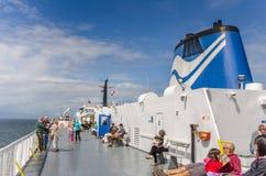 Passager sur le solarium d'un ferry Photographie stock libre de droits