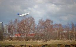 Passager uni Jet Leaves Vancouver, Canada Photographie stock libre de droits