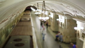 Passagerare för dagligt livMoskvatunnelbana stock video
