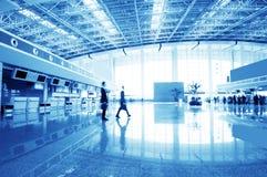 Passagerare i den shanghai pudong flygplatsen Royaltyfria Foton