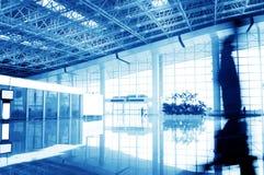 Passagerare i den shanghai pudong flygplatsen Arkivbild