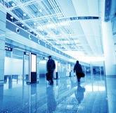 Passagerare i den shanghai pudong flygplatsen Fotografering för Bildbyråer