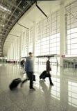 Passagerare i flygplatsinterioren Royaltyfria Bilder