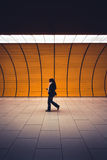 Passagerare i gångtunnelen, Munich, Tyskland royaltyfria foton