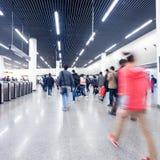 Passagerare i gångtunnelstationen Royaltyfri Fotografi