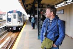 Passagerare i NYC-gångtunnel Royaltyfri Fotografi