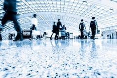 Passagerare i station för snabb stång fotografering för bildbyråer