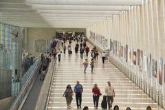 Passagerare i terminal 3 av Ben Gurion Airport, Israel Det consid Royaltyfria Foton
