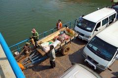 Passagerare på den Mekong River färjan Fotografering för Bildbyråer