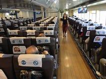 Passagerare på färjan från Hong Kong till Macao Arkivbilder