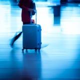 Passagerare som rusar på storstadstationen Arkivbild