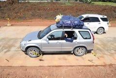 Passagerare till och med denfärdiga avgiftvägen Arkivfoto