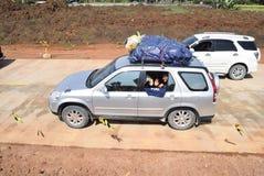 Passagerare till och med denfärdiga avgiftvägen Fotografering för Bildbyråer