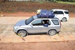 Passagerare till och med denfärdiga avgiftvägen Arkivfoton