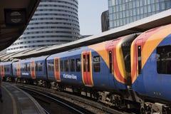 Passageraredrev på den Waterloo stationen london uk Arkivbild