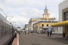 Passageraredrev på den Yaroslavl Glavny järnvägsstationen royaltyfria bilder
