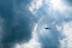 Passagerareflygplan i sol-Ray arkivfoto