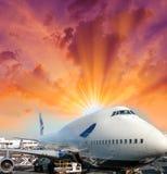 Passagerareflygplan som är klart att gå. Flygplatssikt Royaltyfria Foton