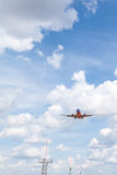 Passagerareflygplanlandning Royaltyfri Bild