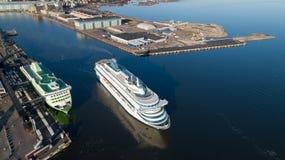 Passagerarekryssningfärjan avgår från Helsingfors port till Tallin arkivfoto