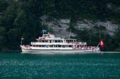Passagerarekryssningskepp på Thunersee (sjön Thun) på Spiez Schweiz royaltyfria foton