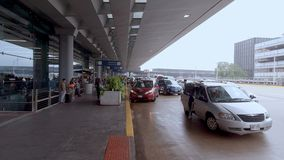 Passageraren för flygplatsen för den Chicago nolla-haren tappar av - CHICAGO, USA - JUNI 20, 2019 lager videofilmer
