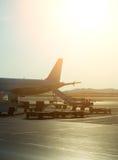 Passagerarenivå i flygplatsen på soluppgång Royaltyfri Bild