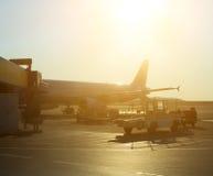 Passagerarenivå i flygplatsen på soluppgång Royaltyfria Foton