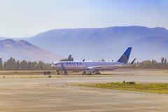 Passagerarenivå som parkeras på flygplatsen, Chile Arkivfoto