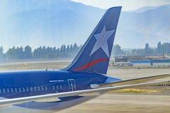 Passagerarenivå som parkeras på flygplatsen, Chile Fotografering för Bildbyråer