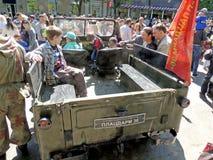 Passageraresalong av den sovjetiska militära retro biljeepen GAZ-69 Royaltyfri Bild