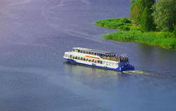 Passagerareship på floden Fotografering för Bildbyråer