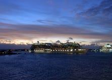 Passagerareskepp i skymning Fotografering för Bildbyråer