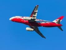 PassagerareSuperjet 100-95B, röda vingar Arkivfoto