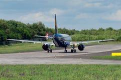 Passageraretrafikflygplanet går till starten till ` för `-gränd 22, Royaltyfria Bilder