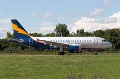 Passageraretrafikflygplanet går till starten till ` för `-gränd 22, Royaltyfri Foto