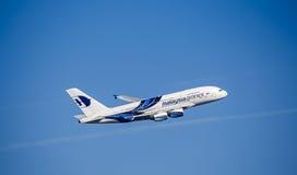 Passagerarflygplan i Malaysia Airlines livré flygbuss a380 Fotografering för Bildbyråer