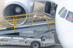 Passagerarflygplan på porten Fotografering för Bildbyråer