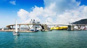 Passagerarterminaler på port av Barcelona spain Royaltyfri Fotografi